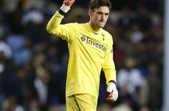 Adebayor encense Lloris