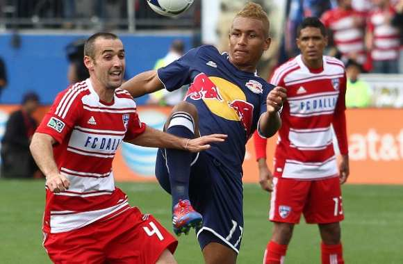 Agudelo (New York Red Bulls) contre Jacobson (FC Dallas)