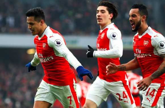 Alexis guide de petits Gunners contre Hull