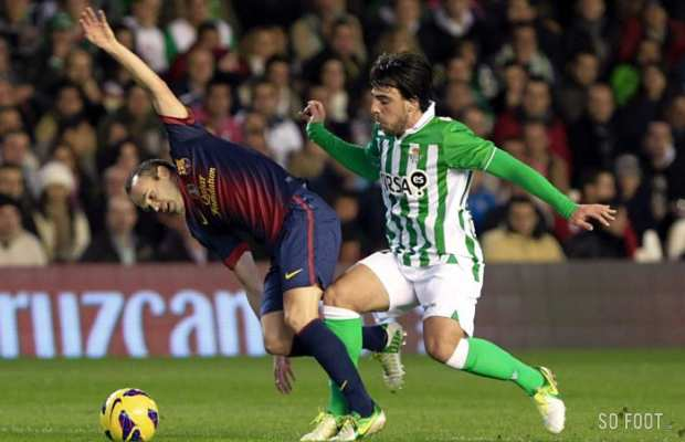 Andres Iniesta (Barcelone) vs Benat Etxebarria (Real Betis)
