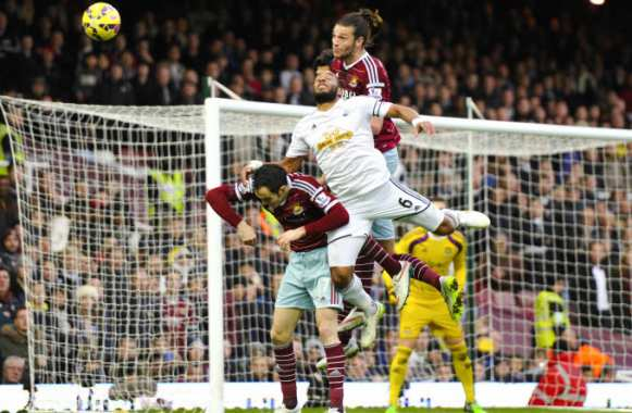 Andy Carroll, en monte-charges