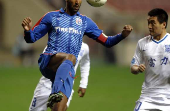 Anelka a-t-il fait virer Tigana ?