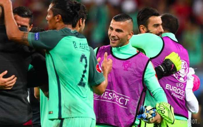 Anthony Lopes chante les deux hymnes