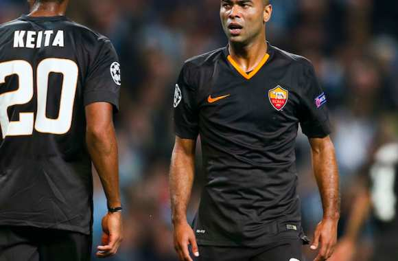 Ashley Cole et le superbe maillot noir de la Roma