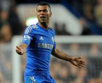 Ashley Cole rempile pour un an