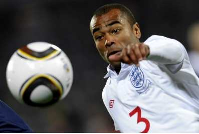 Ashley Cole vit à fond son célibat