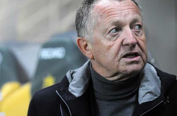 Aulas prend un mois de suspension