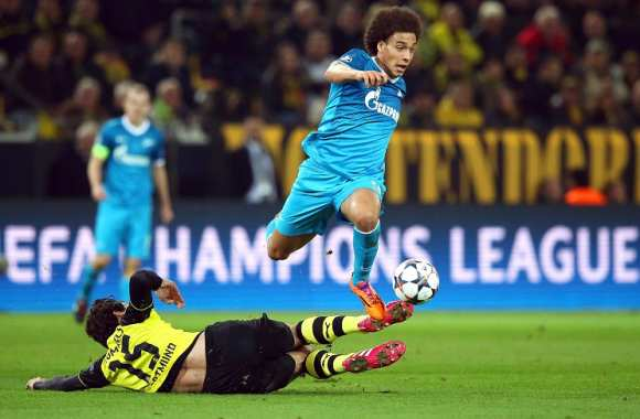 Axel Witsel (Zénith) passe l'obstacle Mats Hummels (Dortmund)
