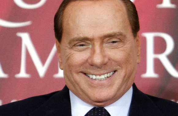 Berlusconi drague Tevez