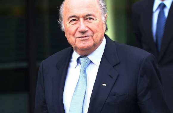 Blatter s'excuse