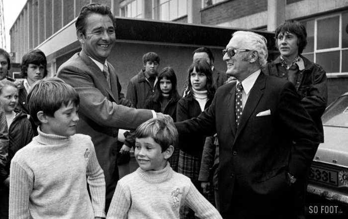 Brian Clough prend les commandes de Leeds