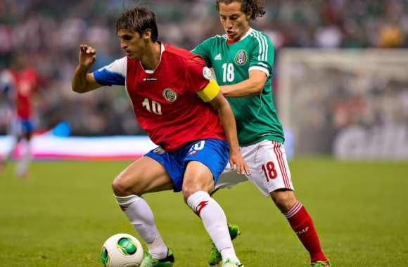 Bryan Ruiz face au Mexique.
