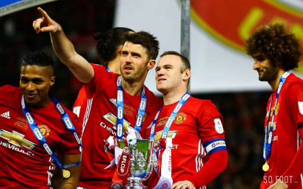 Carrick prolonge un an à United