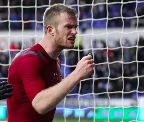 Chris Brunt blessé à l'œil par un supporter