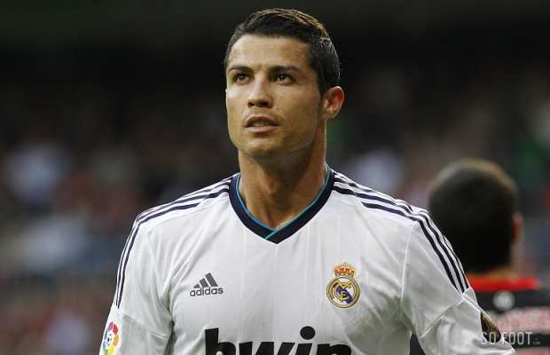 http://www.sofoot.com/IMG/img-cristiano-ronaldo-1351688721_620_400_crop_articles-163349.jpg