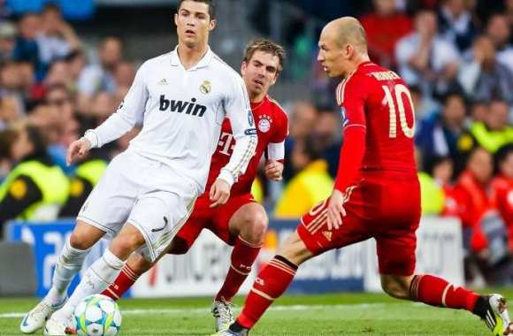 Cristiano Ronaldo (Real Madrid) face à Robben et Lahm (Bayern) en 2012