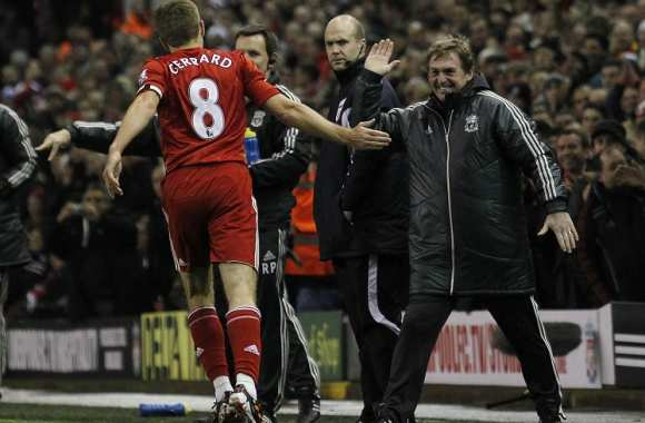 Dalglish encense Gerrard