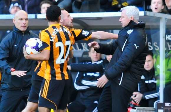 David Meyler (Hull City) face à Alan Pardew (Newcastle)