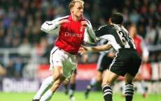 Dennis Bergkamp mystifie  Dabizas