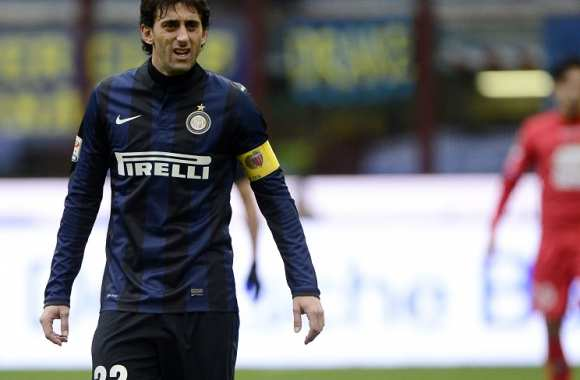 Diego Milito capitaine de l'Inter face à Catane