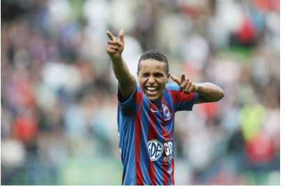 El Arabi prolonge