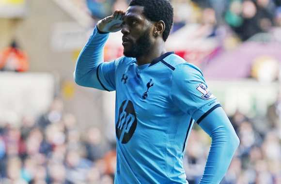 Emmanuel Adebayor fêtant son but face à Swansea