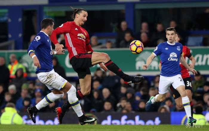 Fellaini file un point à Everton