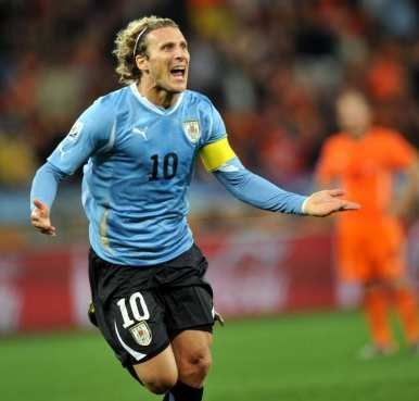 Ferguson encourage Forlan
