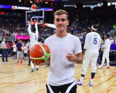 Griezmann assiste au match du Team USA