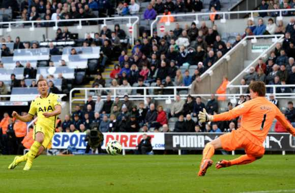 Harry Kane trompe Tim Krul