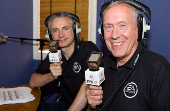 « <i>Hi there, I'm Martin Tyler and Alan Smith is here with me…</i> »