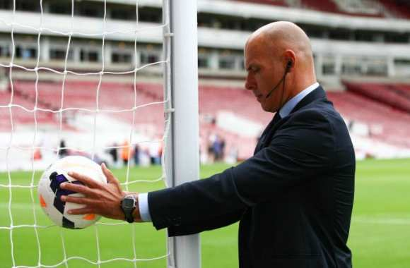 Howard Webb fait quelques tests