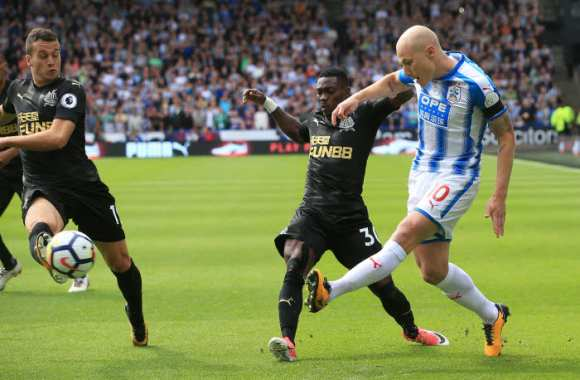 Huddersfield confirme et tape Newcastle