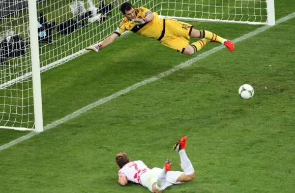 Iker Casillas contre Ivan Rakitic, un moment-clef de 2012