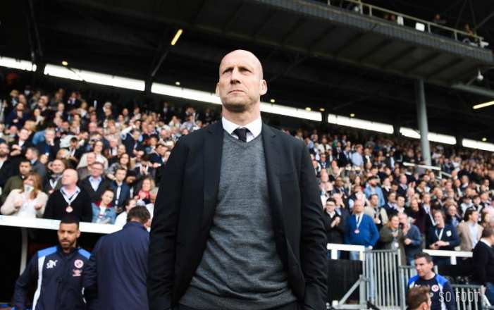 Jaap Stam inscrit les supporters de Reading sur la feuille de match