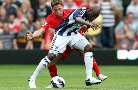 Joe Allen (Liverpool) face à Youssuf Mulumbu (West Bromwich)