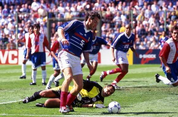 José Luis Chilavert (Paraguay) face à Laurent Blanc (France 98)