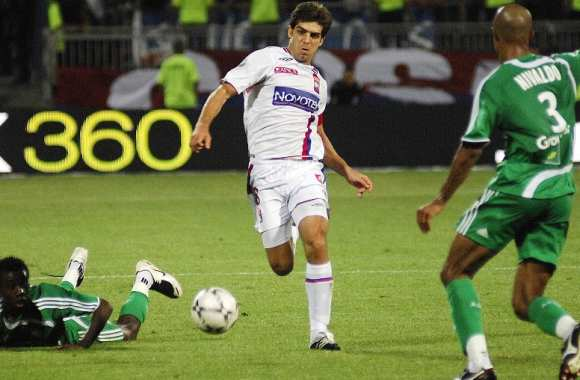 Juninho face à Sainté en 2007