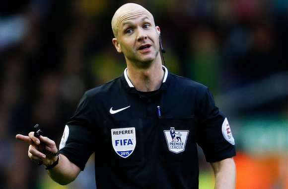 L'arbitre de Liverpool-Man United critiqué avant le match