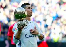 La réplique d'un ballon d'or de CR7 rapporte 600 000 € à une association