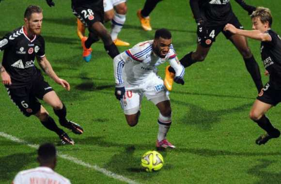 Lacazette, décisif contre Reims