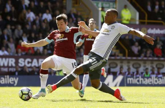 Le beau Anthony Martial face au moche Joey Barton