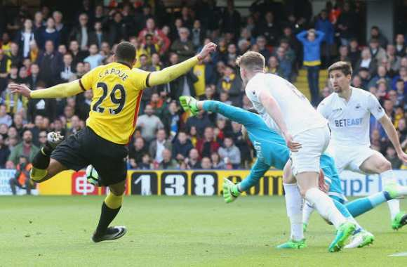 Le but de Capoue contre Swansea.