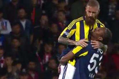 Le but superbe de Raul Meireles