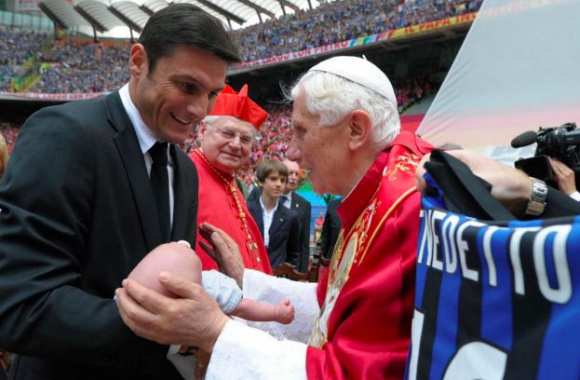 Le pape du foot et un fan.