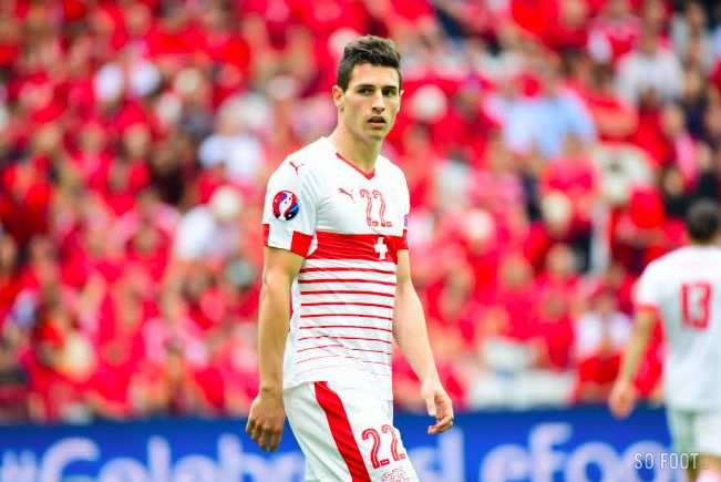 Le tacle assassin de Schär sur Lewandowski
