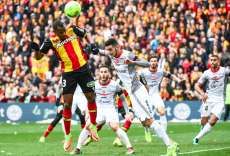 Lens met la main sur le derby et le podium de Ligue 2