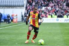 Lens sort de la zone rouge