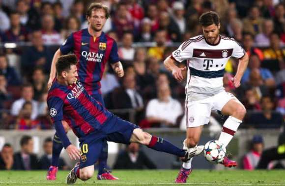 Leo Messi, au tacle sur Xabi Alonso