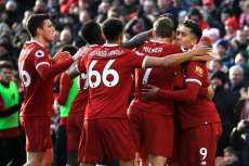 Liverpool claque West Ham et met la pression à United